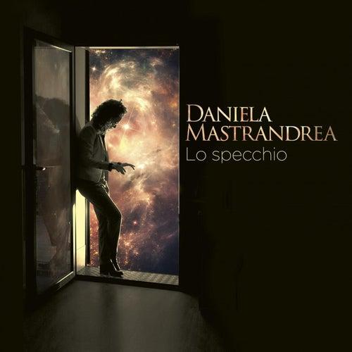 Lo specchio by Daniela Mastrandrea