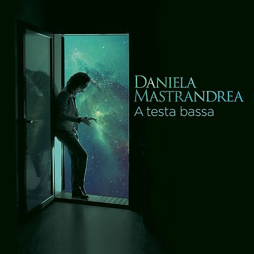 A testa bassa by Daniela Mastrandrea
