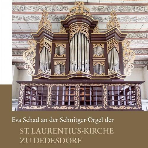 Eva Schad an der Schnitger-Orgel der St. Laurentius-Kirche zu Dedesdorf von Eva Schad