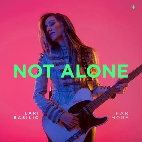 Not Alone de Lari Basilio