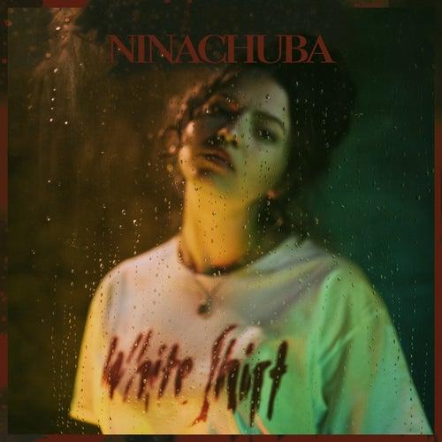 White Shirt de Nina Chuba