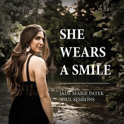 She Wears a Smile de Jade Marie Patek