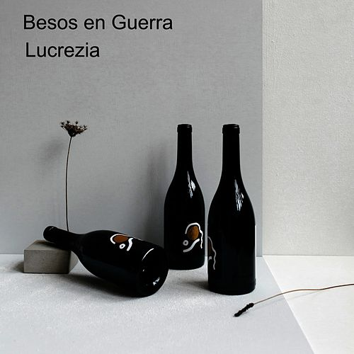 Besos en Guerra by Lucrezia