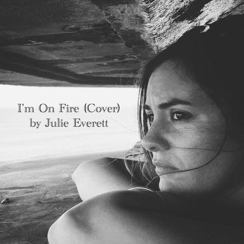 I'm On Fire (Acoustic Version) von Julie Everett