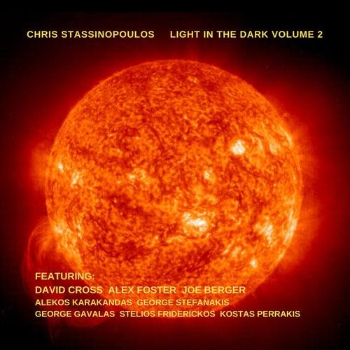 Light In The Dark, Vol. 2 von chris stassinopoulos