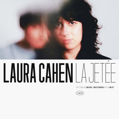La jetée by Laura Cahen