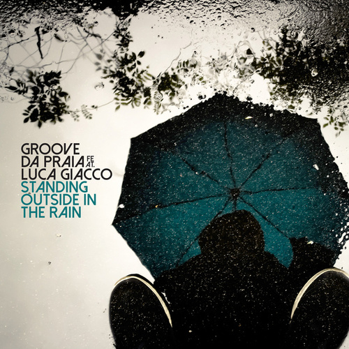 Standing Outside in the Rain de Groove Da Praia