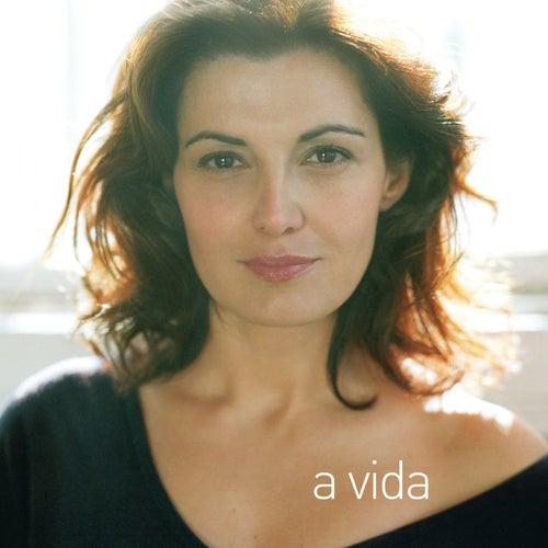 A Vida by Monica Molina